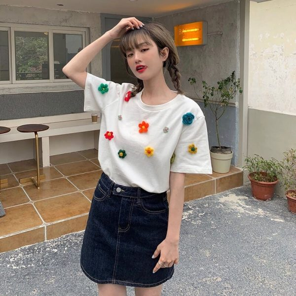 T-shirt With A Scattering Of Multicolored Knitted Flowers - My Sweet Outfit - eGirl - SoftGirl Clothes Aesthetic - Goth - Grunge - Vintage Black - Y2k - Fashion - Softie 2