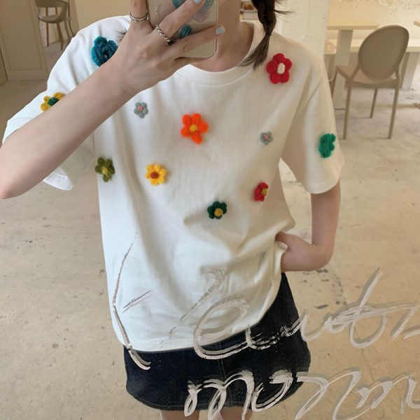 T-shirt With A Scattering Of Multicolored Knitted Flowers - My Sweet Outfit - eGirl - SoftGirl Clothes Aesthetic - Goth - Grunge - Vintage Black - Y2k - Fashion - Softie 3